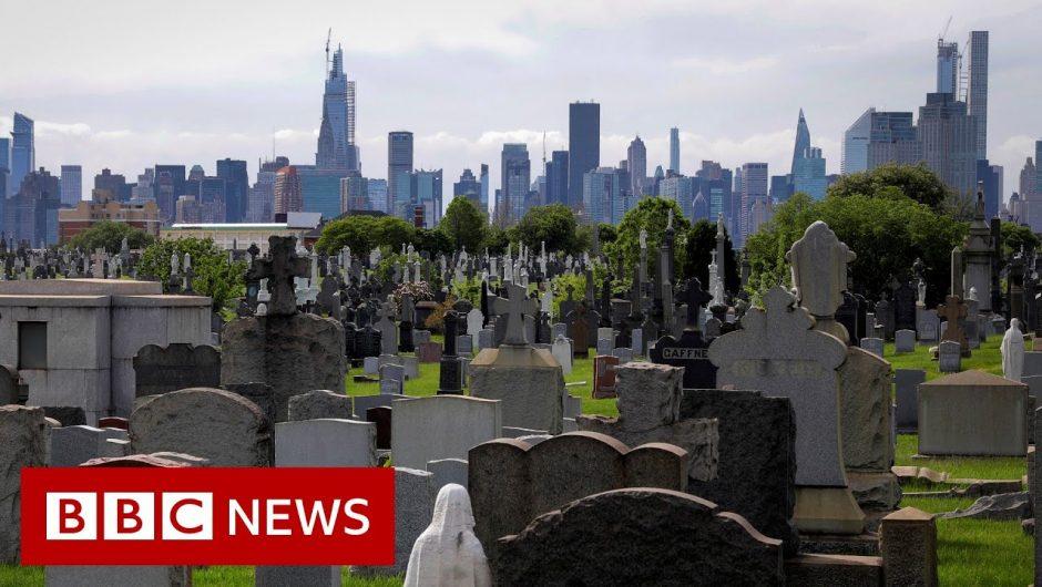 Coronavirus deaths in US top 100,000 – BBC News